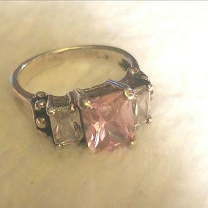 Jewelry - Genuine topaz Vintage Ring